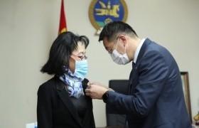 БШУЯ: Монголын эрдэмтдийг дэлхийд төлөөлөгч бүсгүй