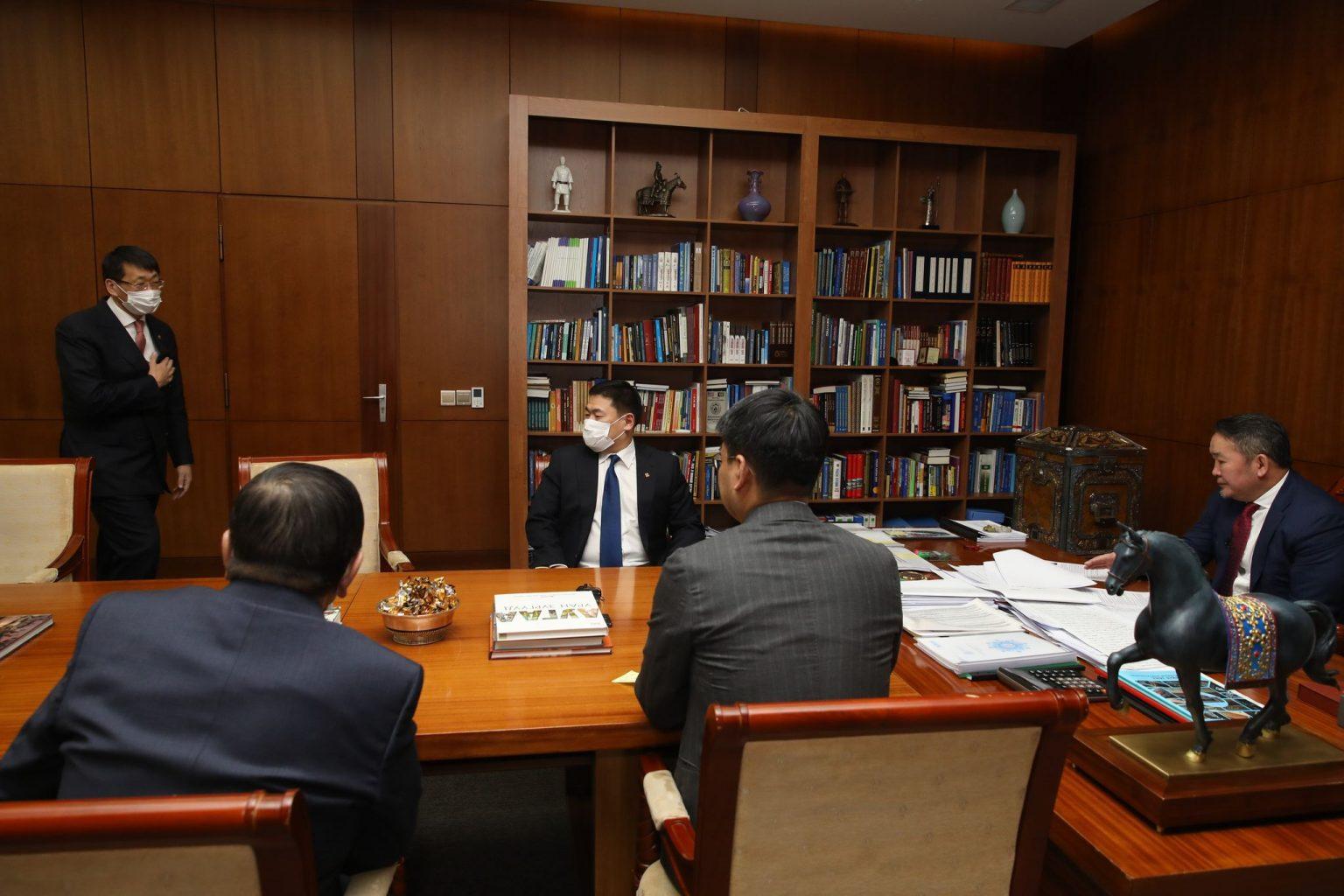 Ерөнхийлөгч Х.Баттулгад Боловсрол, шинжлэх ухааны сайд Л.Энх-Амгалан бараалхав
