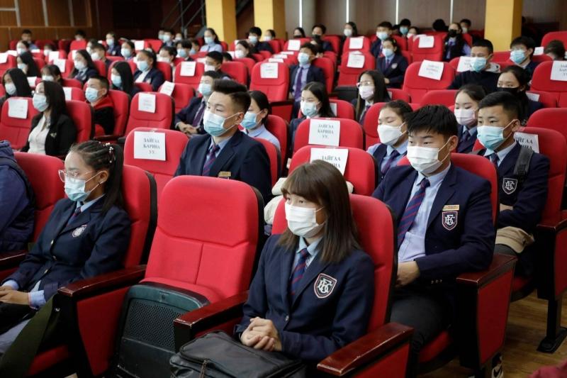 Хөвсгөл аймгийн хэмжээнд 1560 сурагч 12 дугаар анги төгсөж байна
