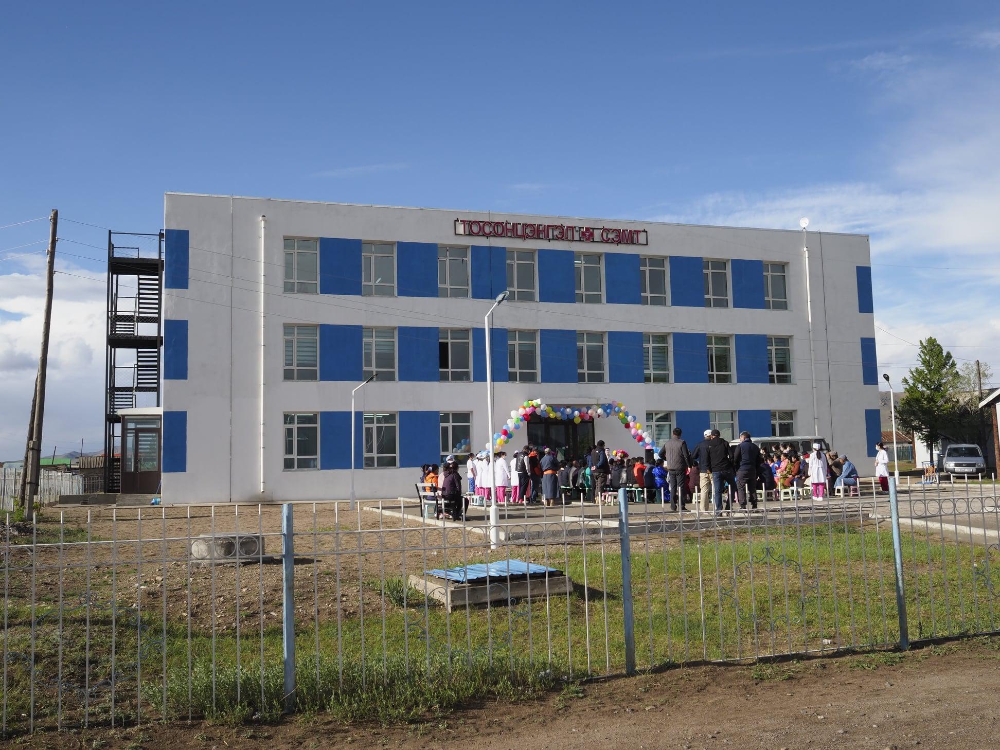 Хөвсгөл аймгийн Тосонцэнгэл сумын шинэ эмнэлгийн барилгыг улсын комисс хүлээж авлаа