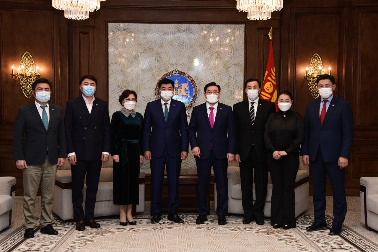 Монгол Улсын Их Хурлын хяналт, шалгалтын тухай анхдагч хуулийн төслийг өргөн барилаа